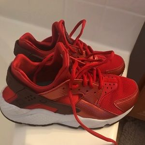 Red Huaraches 🔥🔥🔥